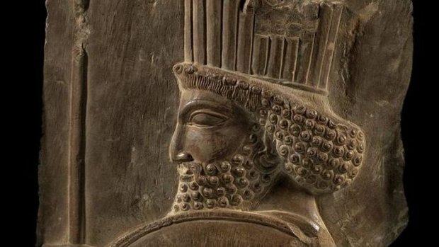 از نمایش سرباز هخامنشی در برج میلاد تا مرمت غیراصولی حمام تاریخی