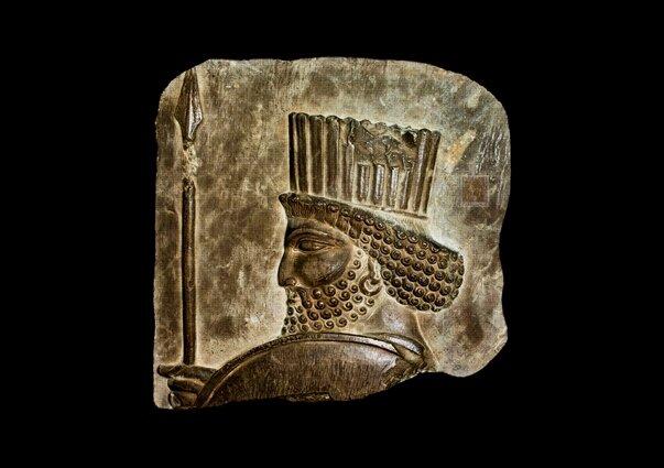 نمایش نقشبرجسته سرباز هخامنشی در برج میلاد